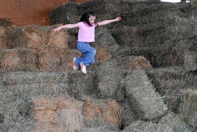 dziecko jumping zdjęcia stock