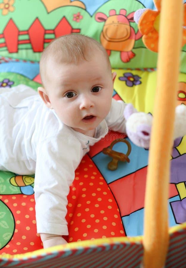 dziecko kojec obrazy royalty free