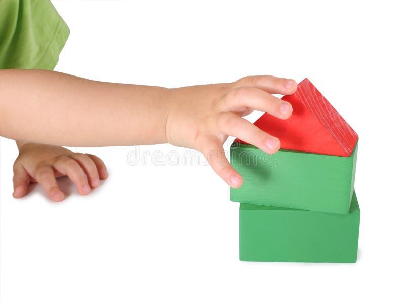 dziecko kostek domu jest zabawka ręce zdjęcia royalty free