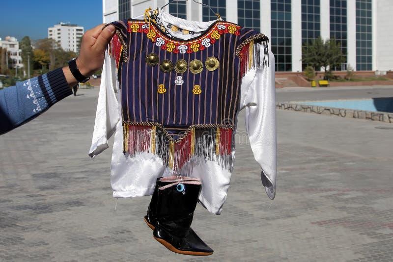 Dziecko krajowa odzież Turkmenistan Ashkhabad rynek obraz royalty free