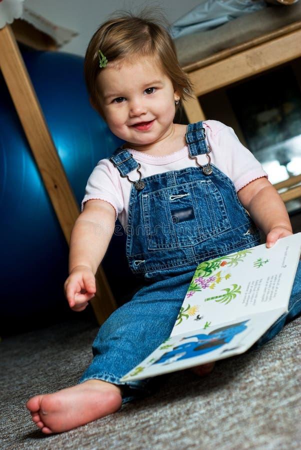dziecko książkowy widok obraz royalty free