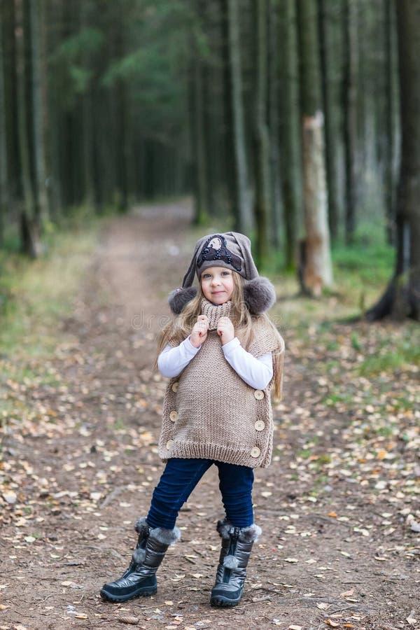 Dziecko kurtki trykotowy odprowadzenie zdjęcie stock