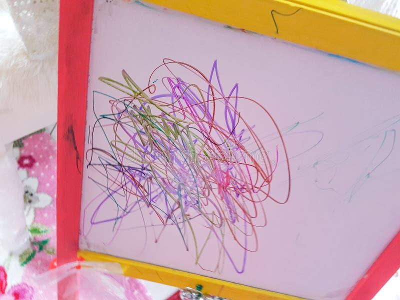 Dziecko linii preschool rysuje abstrakcjonistyczny wiek obraz royalty free