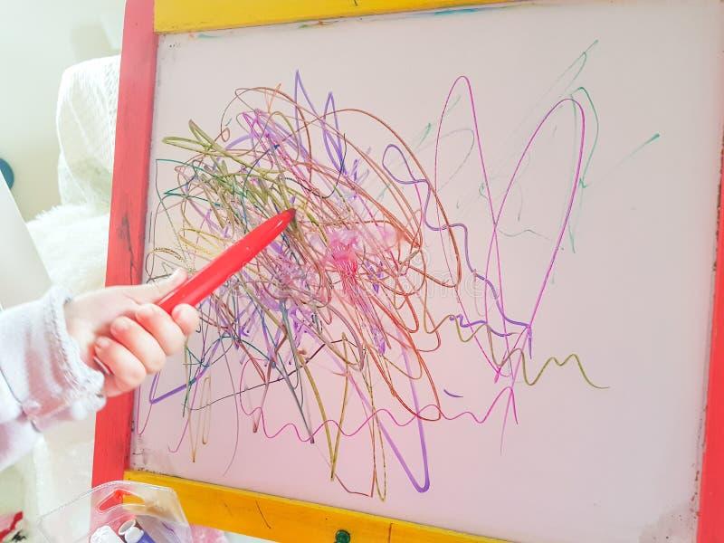 Dziecko linii preschool rysuje abstrakcjonistyczny wiek fotografia royalty free