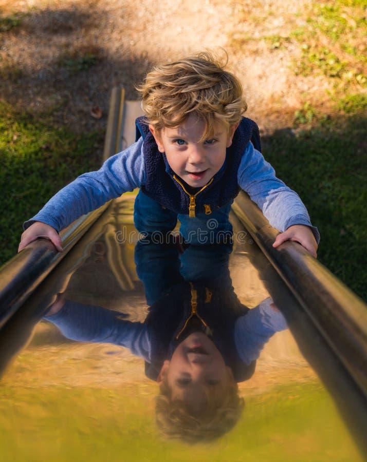 Dziecko na Ślizgowej desce obrazy stock