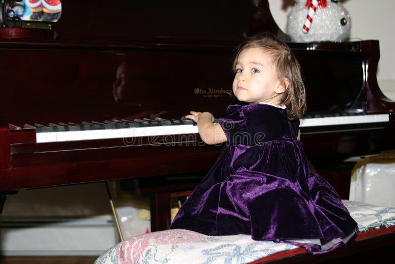 Dziecko Na Fortepianie Obrazy Royalty Free