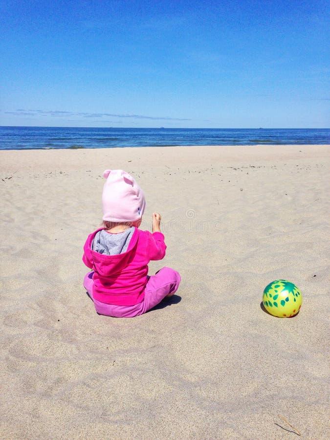 dziecko na plażę zdjęcia stock