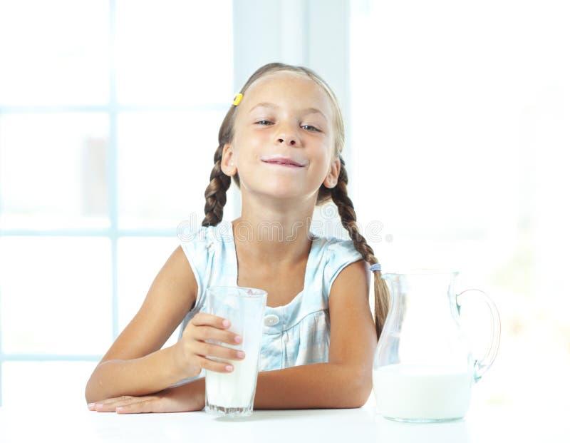 Dziecko napojów mleko zdjęcie royalty free