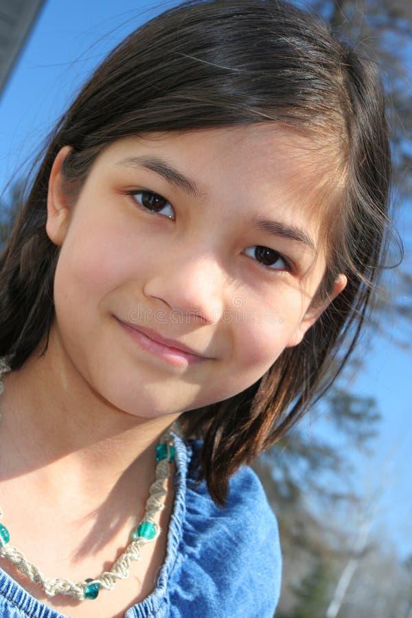 Dziecko outdoors ono uśmiecha się obrazy royalty free
