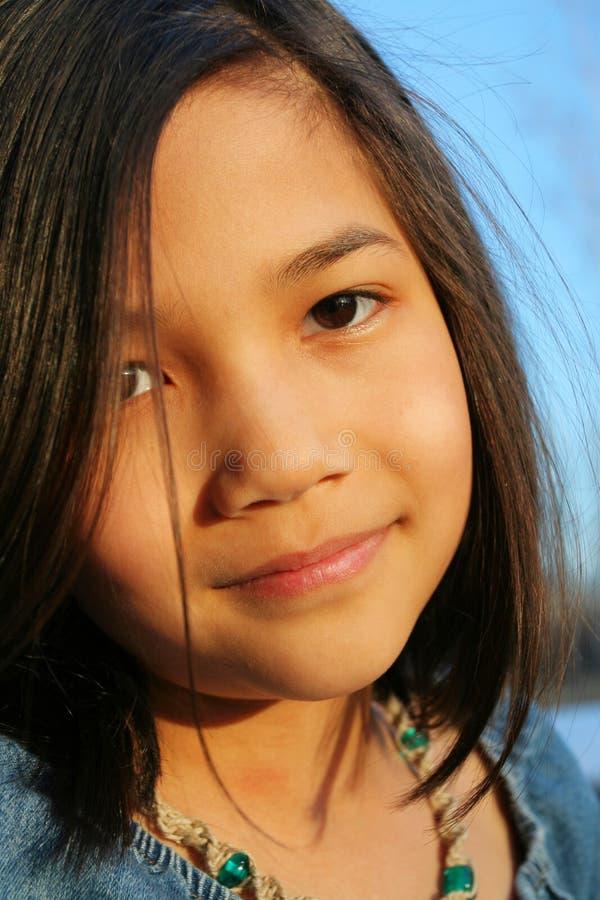 Dziecko outdoors ono uśmiecha się fotografia stock