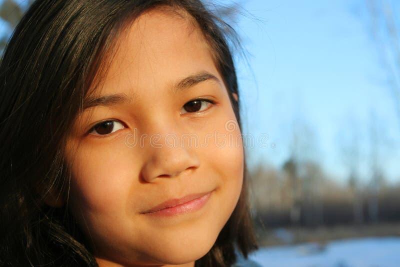 Dziecko outdoors ono uśmiecha się obrazy stock