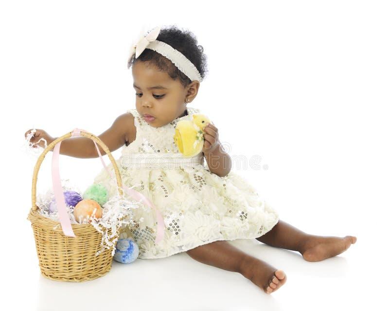 Dziecko Pierwszy Wielkanocny kosz zdjęcia royalty free