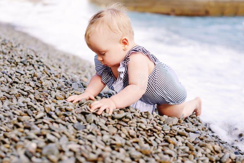 dziecko plażowa dziewczyna zdjęcie stock
