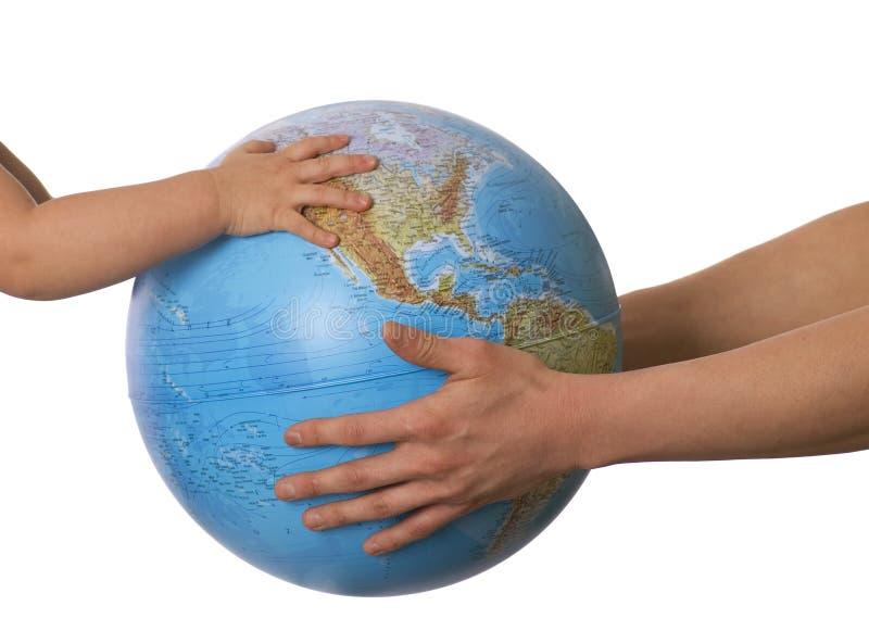 dziecko podaj globus s obraz stock