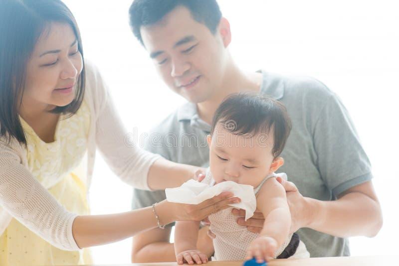 Dziecko podmuchowy nos zdjęcia royalty free