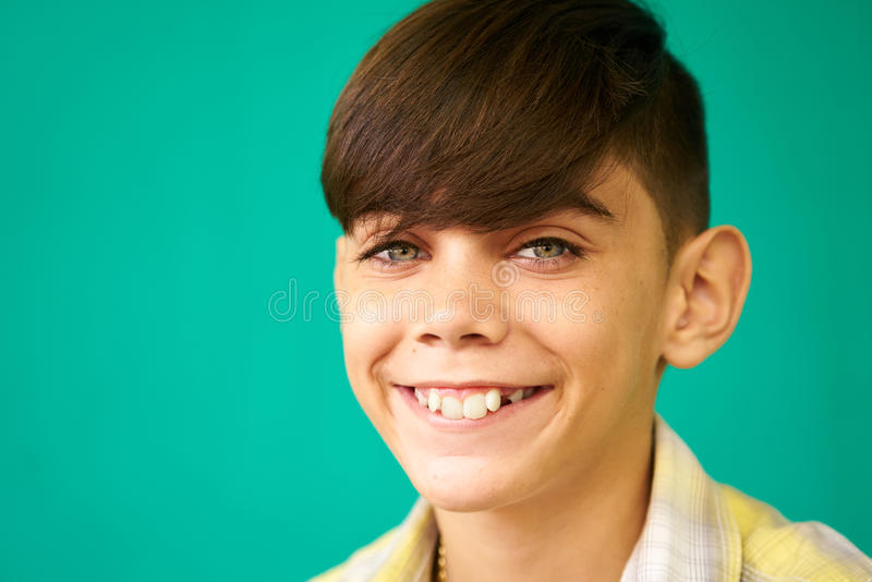 Dziecko portreta Latynoska chłopiec Uśmiecha się Szczęśliwego Śmiesznego Latynoskiego dziecka obraz stock