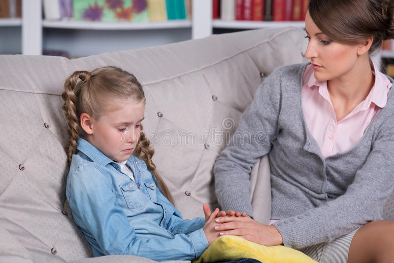 Dziecko psycholog z dziewczyną troszkę obraz royalty free