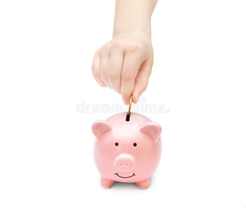 Dziecko ręki kładzenia moneta w pieniądze pudełko zdjęcie stock