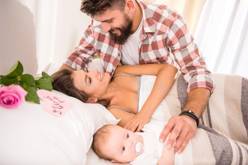 dziecko rodzice zdjęcia royalty free