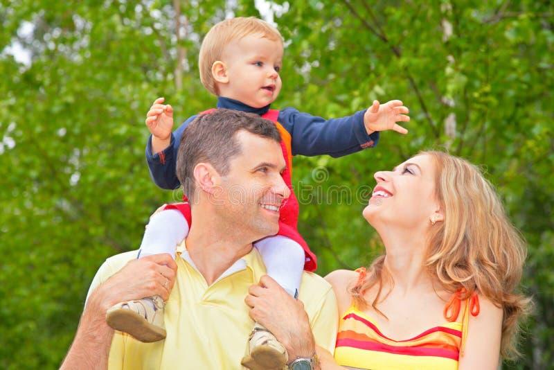 dziecko rodziny park ramiona obrazy royalty free