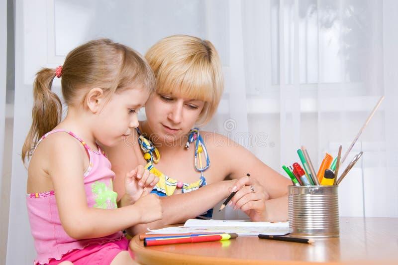 dziecko rysuje mamy fotografia stock