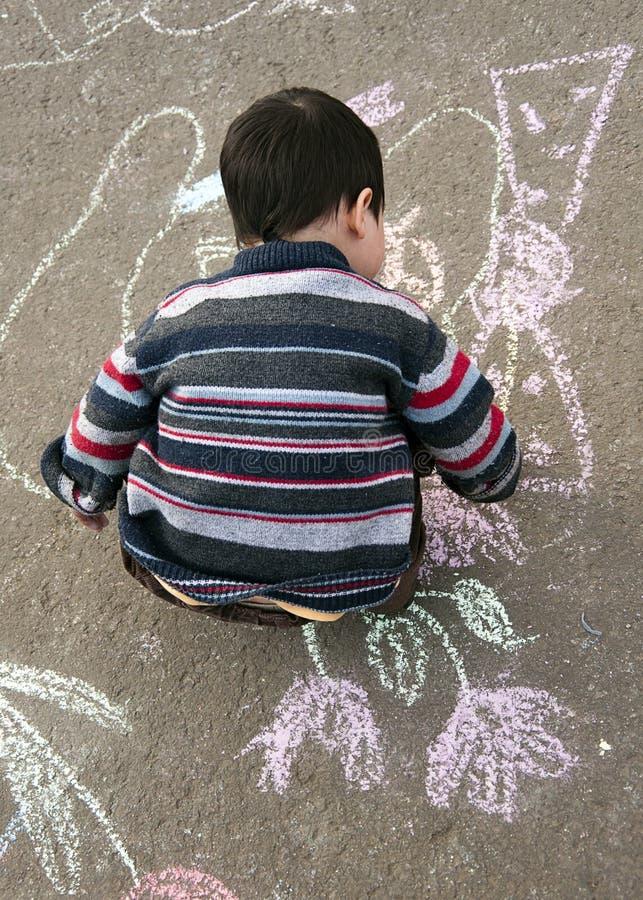 Dziecko rysunek z kredą fotografia stock