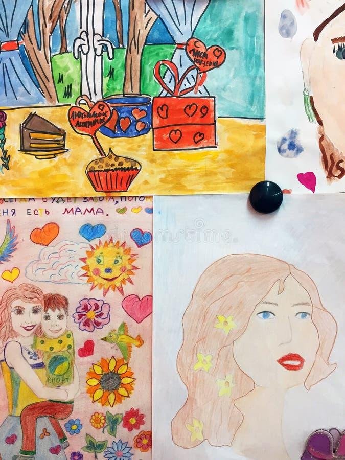 Dziecko rysunki dla matka dnia na blackboard fotografia royalty free