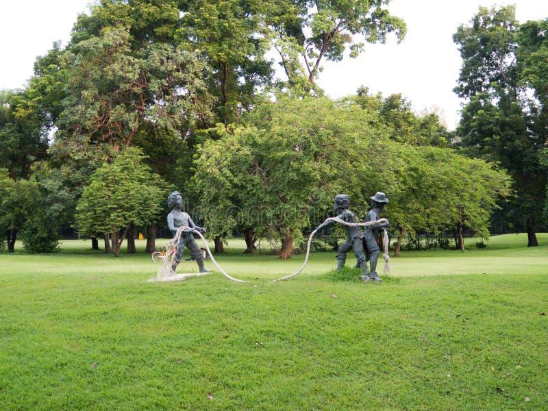 Download Dziecko rzeźba w parku obraz stock. Obraz złożonej z arte - 65225881