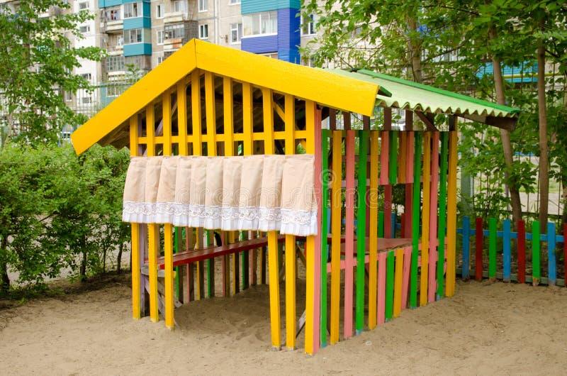 Dziecko sztuki dom na piaska boisku zdjęcia stock