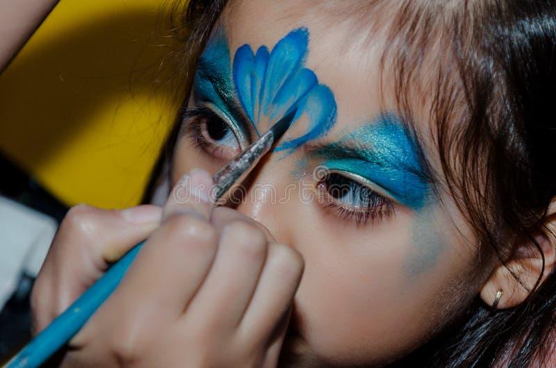 Dziecko twarzy sztuka robić mała dziewczynka obrazy royalty free