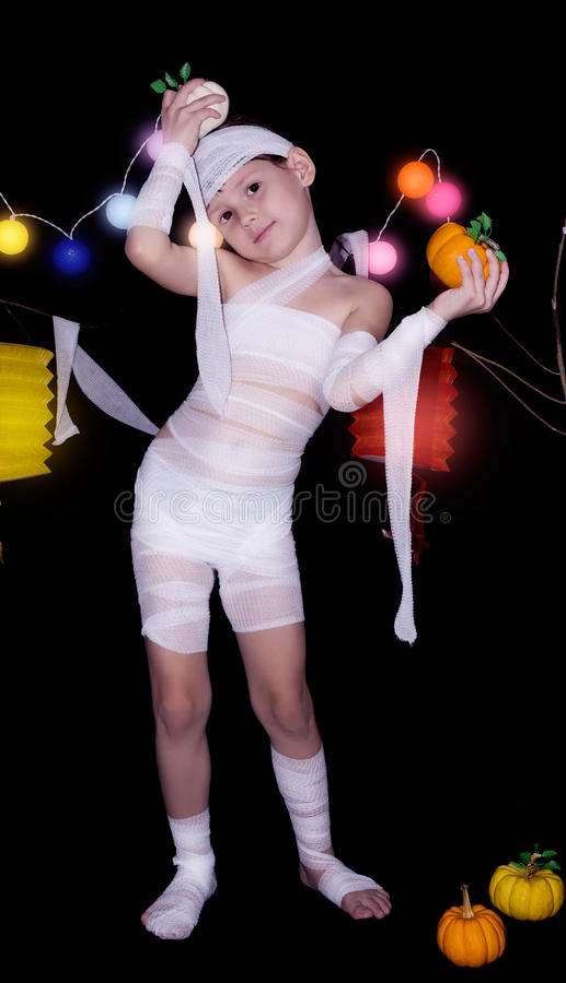 Dziecko ubierający jako mamusia obrazy royalty free