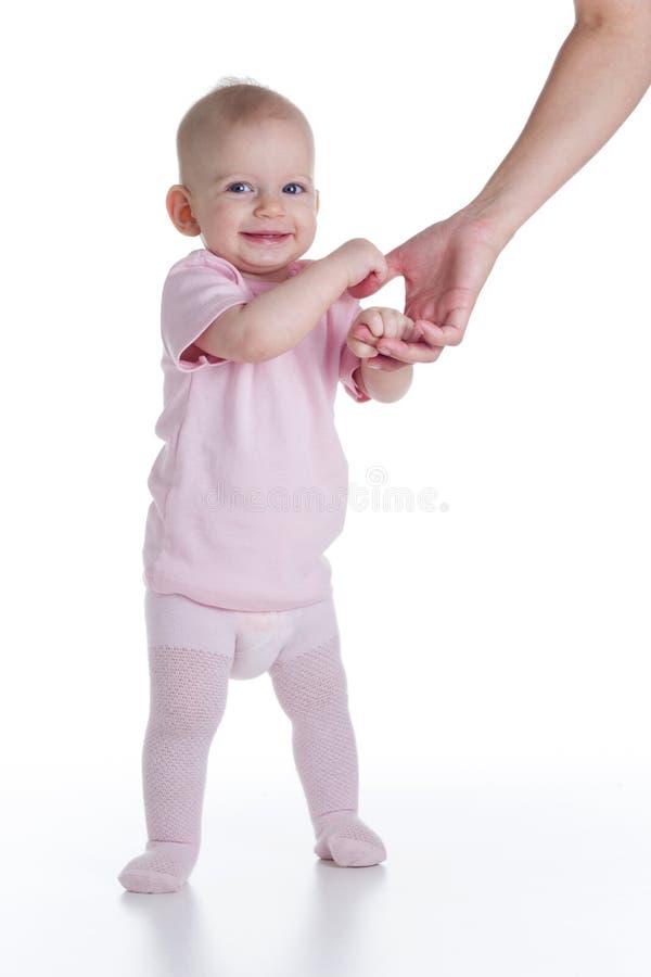 Dziecko uczenie chodzić zdjęcie royalty free