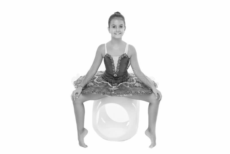 Dziecko ucznia praktyki elastyczny rozciąganie Dziecko tancerza czułego spojrzenia wspaniały galanteryjny leotard Sen każdy dziew zdjęcie royalty free