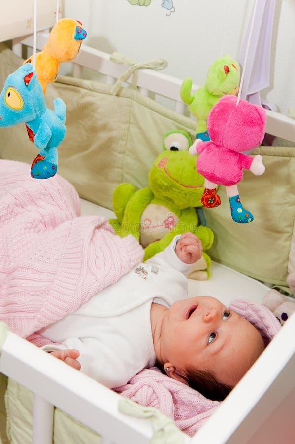 Dziecko w łóżku obraz stock