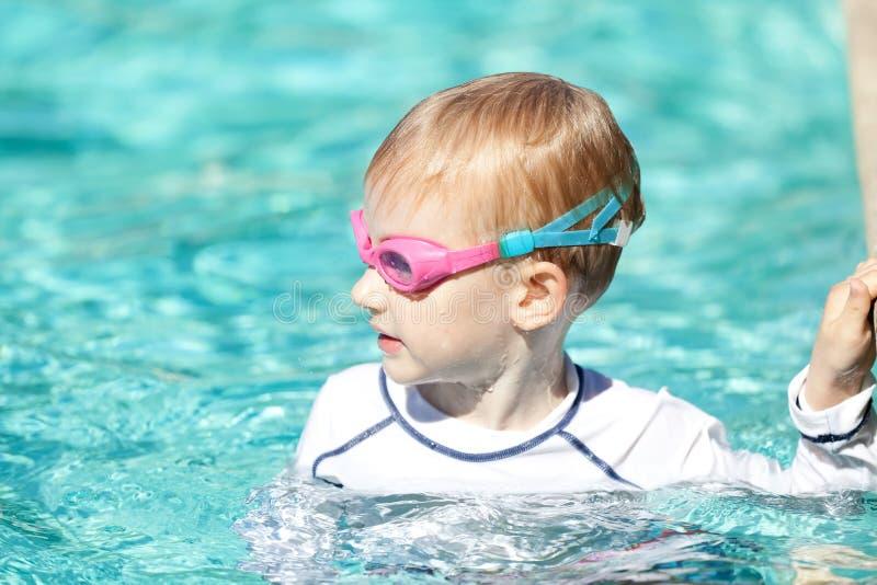 Dziecko w basenie obraz stock