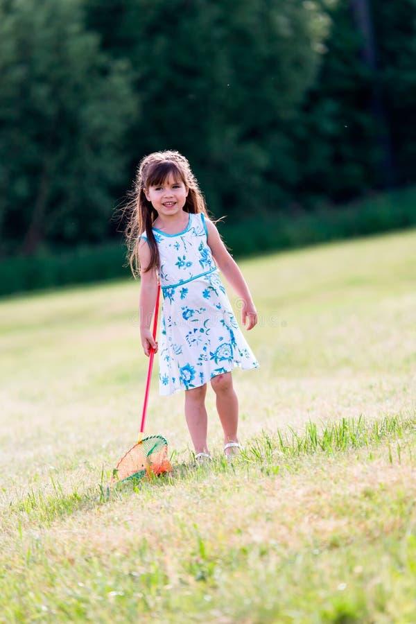 Dziecko w ogródzie zdjęcie stock
