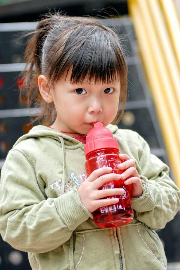 dziecko woda pitna zdjęcie royalty free