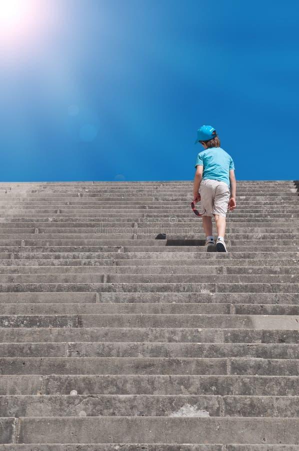 Dziecko wspinaczkowi schodki obraz royalty free