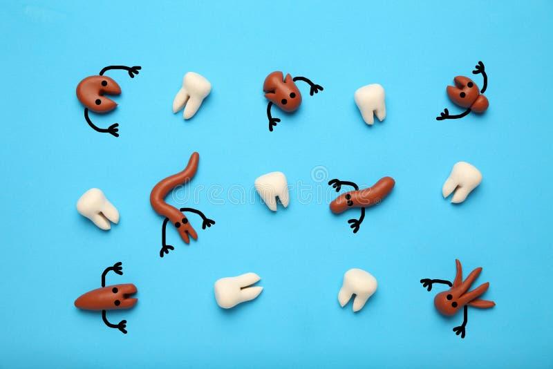 Dziecko zęby i straszny kreskówek próchnic pojęcie Zapobieganie oralny zagłębienie Dziecka stomatologiczny traktowanie zdjęcia royalty free