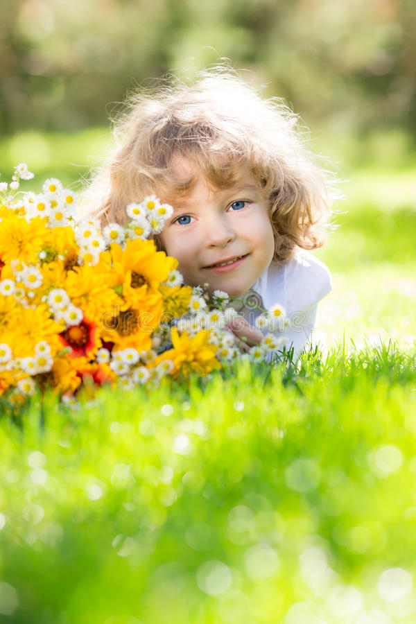 Dziecko z bukietem zdjęcia royalty free