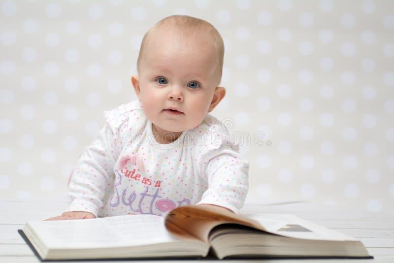 Dziecko z książką zdjęcie royalty free