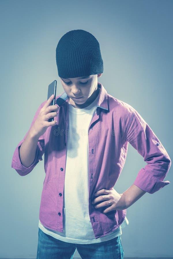 Dziecko z telefonem komórkowym zdjęcie royalty free