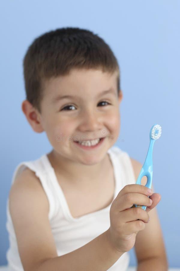 Dziecko z toothbrush zakończeniem zdjęcia royalty free