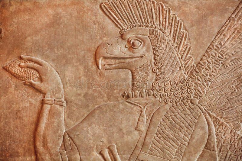 Dziejowa Asyryjska ulga ptasi twarz krasnoludkowie robić w 850BC fotografia stock
