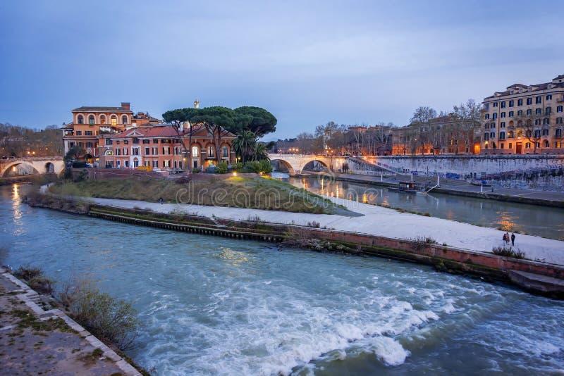 Dziejowa Tiber wyspa w Rzym obraz stock