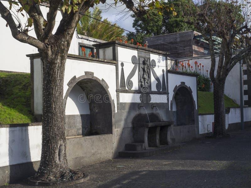 Dziejowego społeczeństwa wodna pije fontanna przy głównym placem w centrum Vila Franca Do Campo miasteczko, lokalizować na Sao zdjęcie royalty free