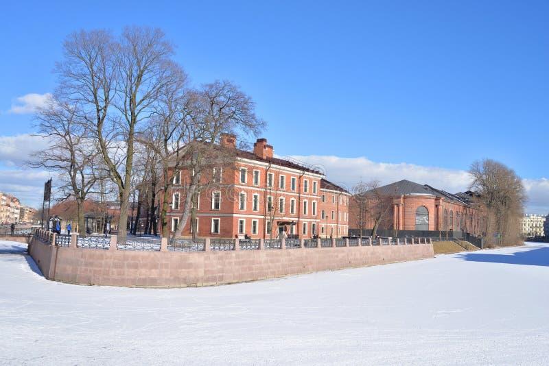 Dziejowi budynki w Nowej Holandia wyspie w St Petersburg zdjęcie royalty free