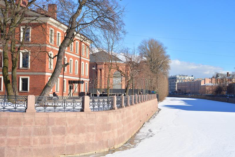 Dziejowi budynki w Nowej Holandia wyspie w St Petersburg zdjęcie stock