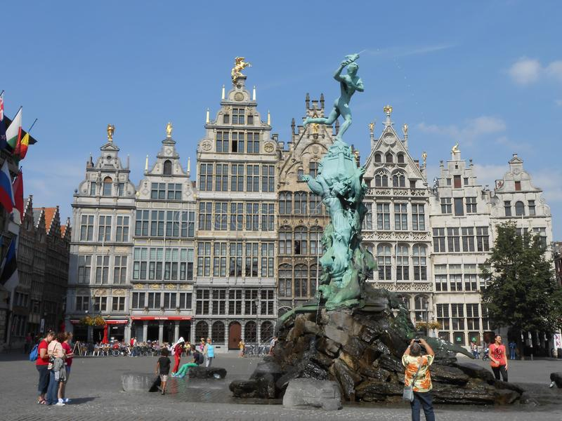 Dziejowi budynki w pięknym Antwerpen, Belgia obraz royalty free