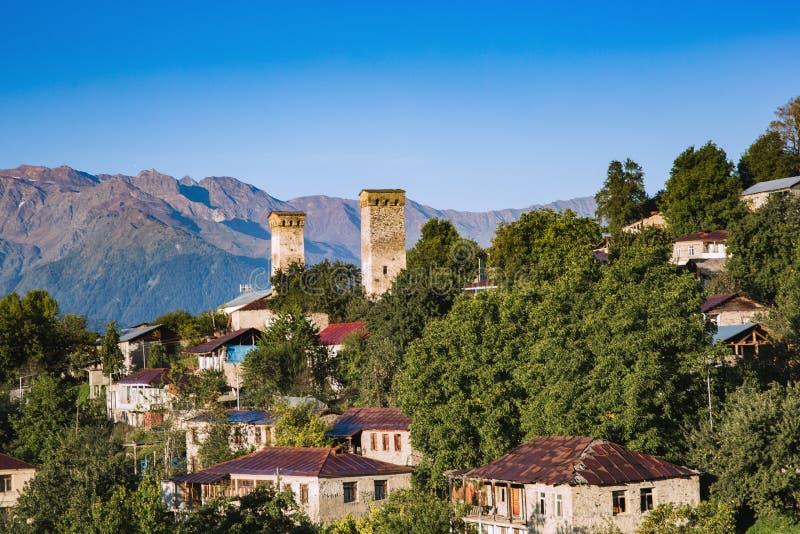 Dziejowi ramparts w Gruzja Svaneti Mestia obrazy stock